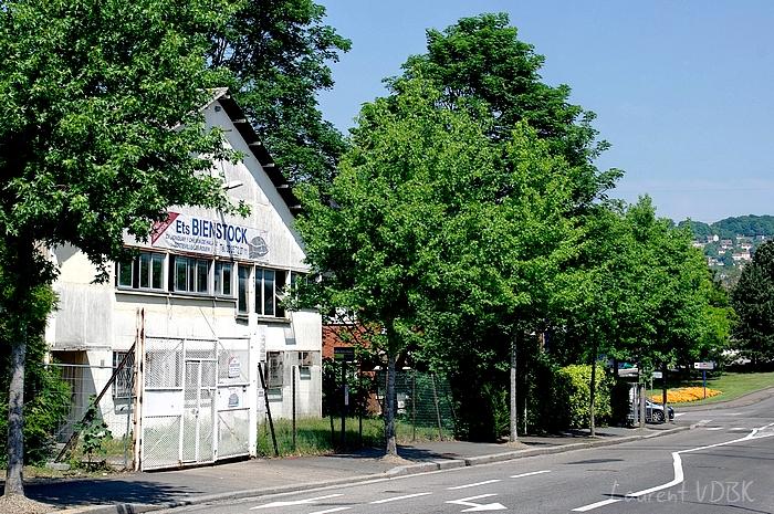 Rue Vincent Auriol, en bas du pont d'Eauplet à Sotteville