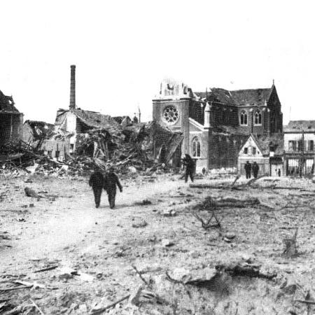ancienne mairie et église Notre Dame de l'Assomption détruite par les bombardements