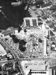 place de l'hôtel de ville de sotteville vers 1970