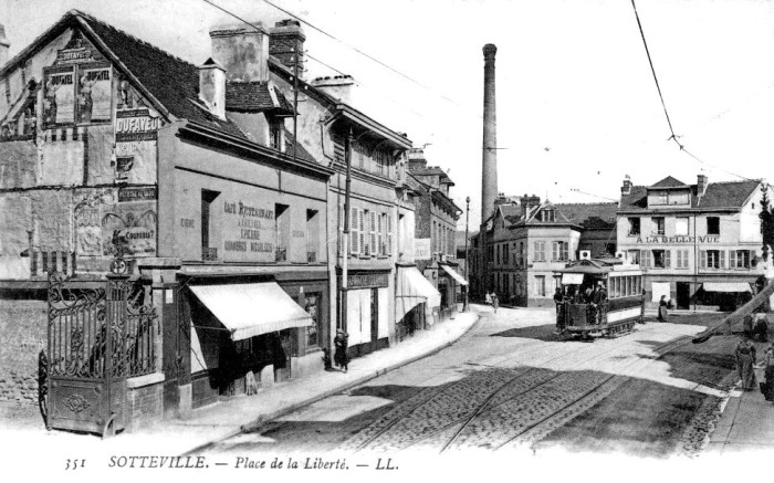 Place de la liberté et rue Hoche - carte postale