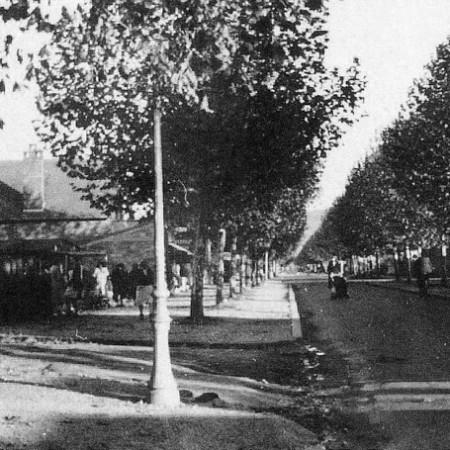 Sotteville-lès-Rouen : Avenue du 14 juillet à l'angle de la rue Arthur Mary (ex rue des Châtaigniers) - 1945 Marcel Lods