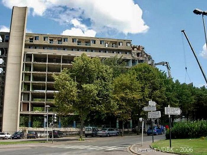 Démolition de l'internat du lycée Marcel Sembat à Sotteville-lès-Rouen en 2006