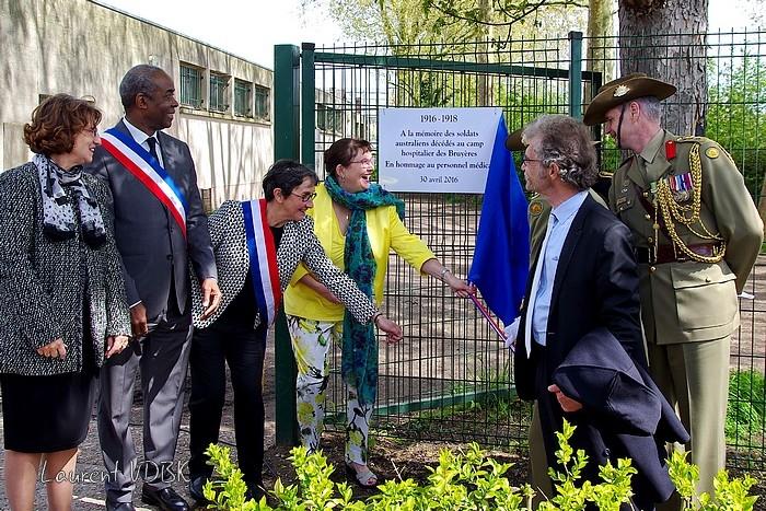Sotteville-lès-Rouen : L'hippodrome des Bruyères a été transformé en hôpital militaire du Commonwealth (plus précisément australien) pendant la première guerre mondiale il ya 100 ans. Plaque commémorative dévoilée le 30 avril 2016