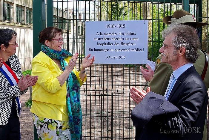 Sotteville-lès-Rouen : L'hippodrome des Bruyères a été transformé en hôpital militaire du Commonwealth (plus précisément australien) pendant la 14-18 il y a 100 ans. Plaque commémorative dévoilée le 30 avril 2016