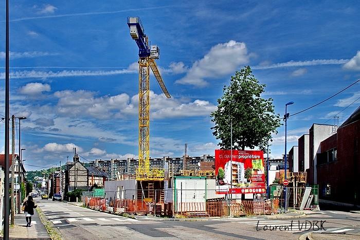 """Sotteville-lès-Rouen : la grue du chantier de la résidence """"l'Orée du Bois"""""""