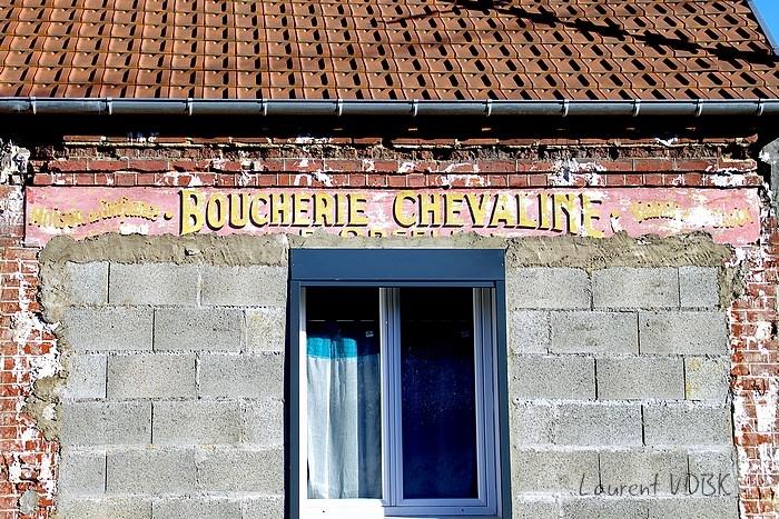 vieille enseigne boucherie chevaline peinte rue marcel lechevallier à Sotteville-lès-Rouen