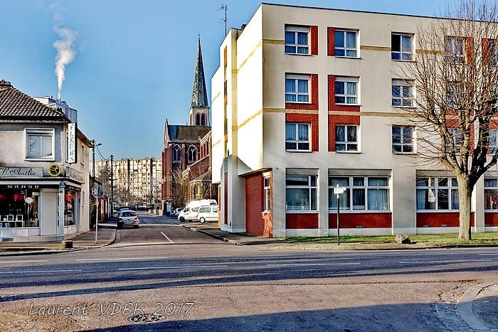 Rue littré, carrefour rue Pierre Corneille - Sotteville-lès-Rouen - Résidence Saint Joseph et église Notre Dame de l'Assomption
