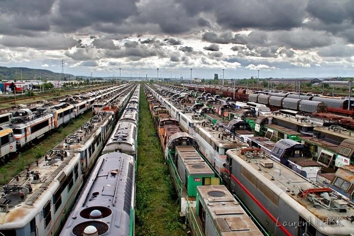 Cimetière des trains et des locomotives à la gare de triage de Sotteville-lès-Rouen