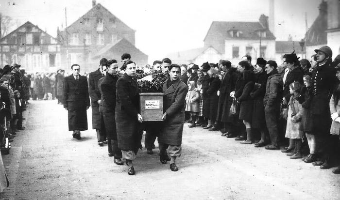 Obsèques suite aux bombardemants de la seconde guerre mondiale à Sotteville-lès-Rouen