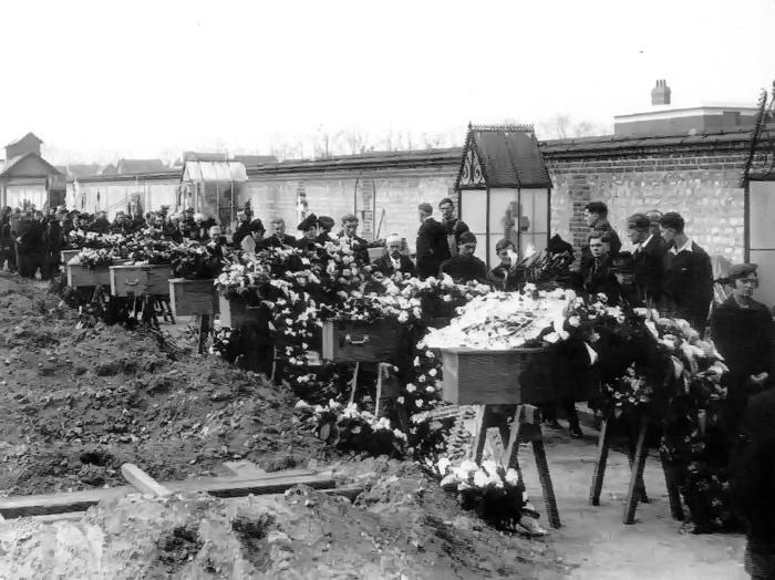 Enterrement au cimetière de Sotteville-lès-Rouen pendant la 2nde guerre mondiale