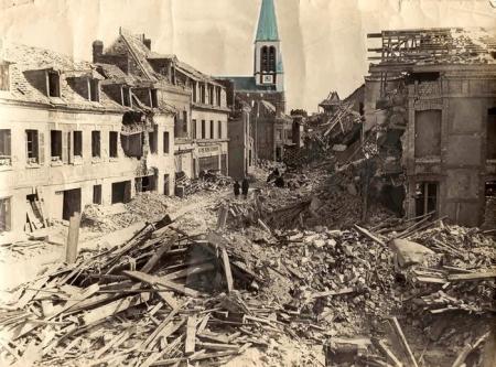 Décombres Rue de Paris suite au bombardement - Ruines dans Sotteville-lès-Rouen détruite - Eglise Notre Dame de l'Assomption