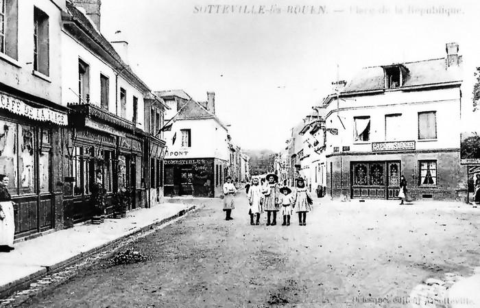 Carte postale ancienne - Place de la République - Rue Raspail - Sotteville-lès-Rouen