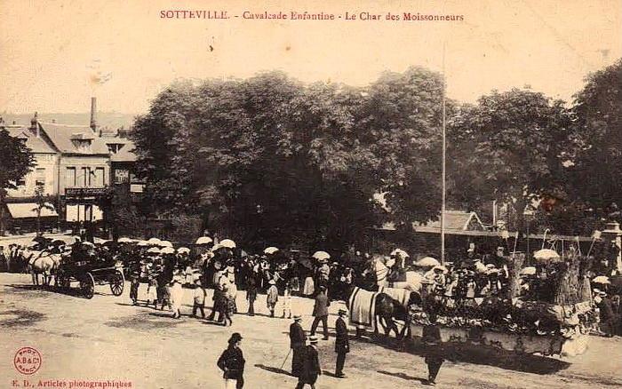 Cavalcade enfantine place de la mairie (le char des moissoneurs) - Sotteville-lès-Rouen