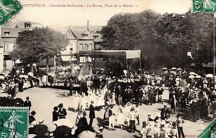 Cavalcade enfantine, place de la mairie - Sotteville-lès-Rouen