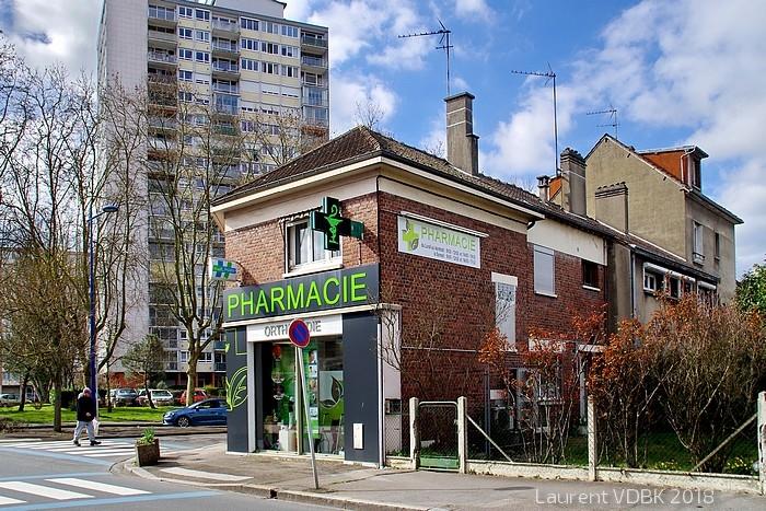 Sotteville-lès-Rouen - Pharmacie à l'angle des rues de Paris et Raspail