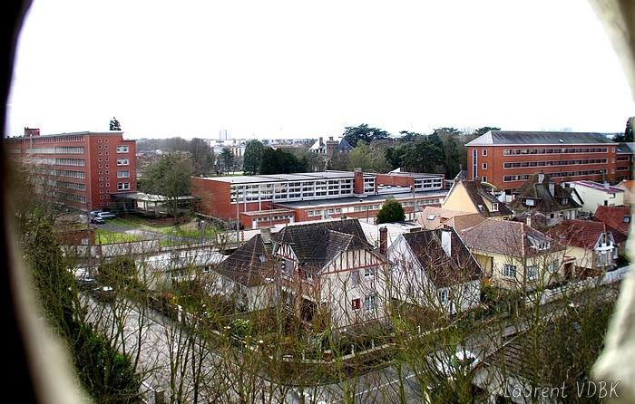 Le lycée des Bruyères vu de l'église ND de Lourdes à Sotteville-lès-Rouen