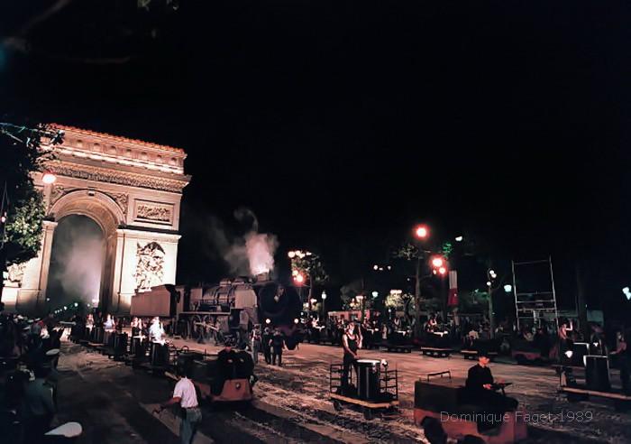 Bicentenaire de la révolution - Réplique de la locomotive Pacific 231 de JP Goude à Paris