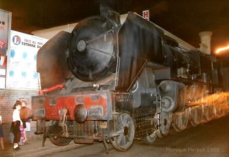 Arrivée à Sotteville de la locomotive du Bicentenaire de la révolution - Réplique en bois peint de la locomotive Pacific 231