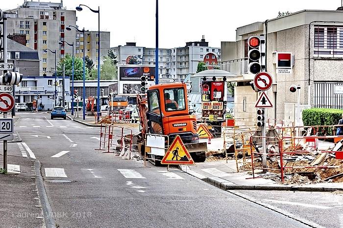 Travaux préparatoires au réaménagement de la place de l'Hôtel de Ville de Sotteville-lès-Rouen - Tranchée rue Garibaldi