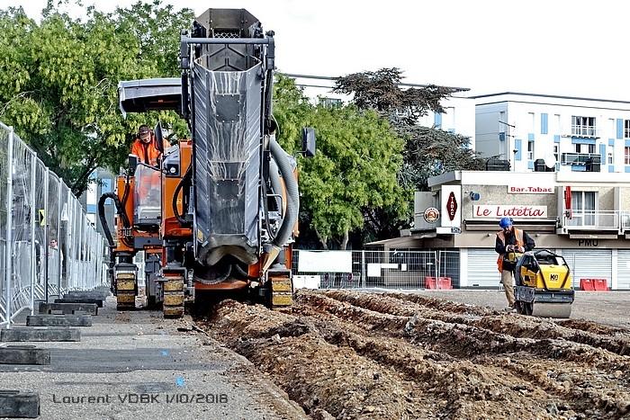 Rabottage de l'enrobé de la route traversant la place de l'hôtel de ville - Sotteville-lès-Rouen