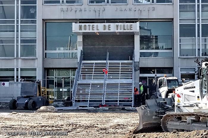 Nouvel escalier d'accès à la mairie - Travaux place de l'hôtel de ville - Sotteville-lès-Rouen