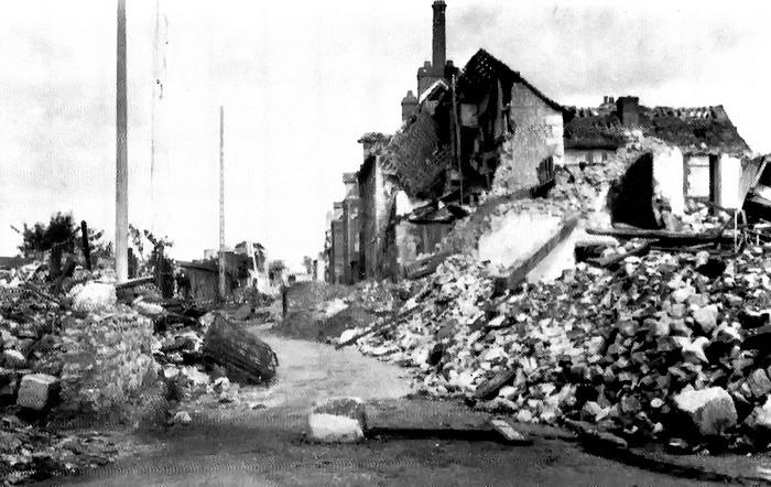 Angles des rue Garibaldi et Raspail (bombardements) - Sotteville-lès-Rouen