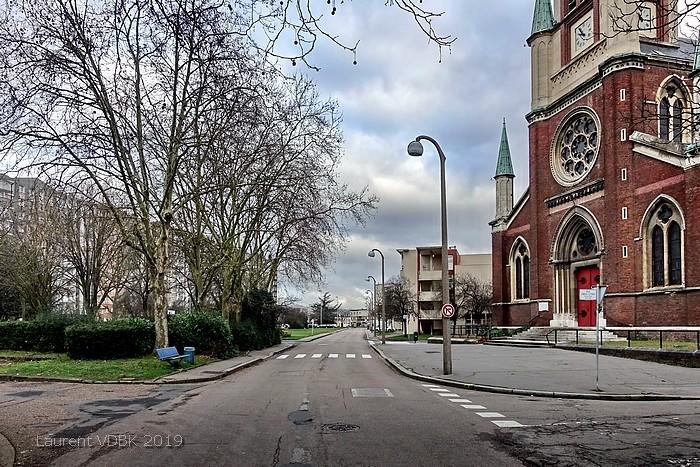 Rue de Paris et parvis de l'église Notre-Dame de l'Assomption à Sotteville-lès-Rouen
