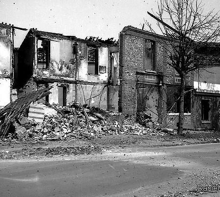 Avenue du 14 juillet à Sotteville-lès-Rouen : Le Grand Café du Trianon bombardé