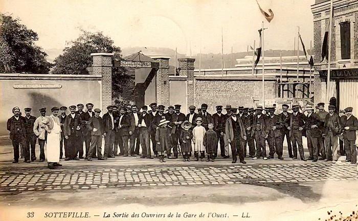 Sortie des ouvriers de la gare de l'Ouest (ateliers Buddicum) - Sotteville-lès-Rouen
