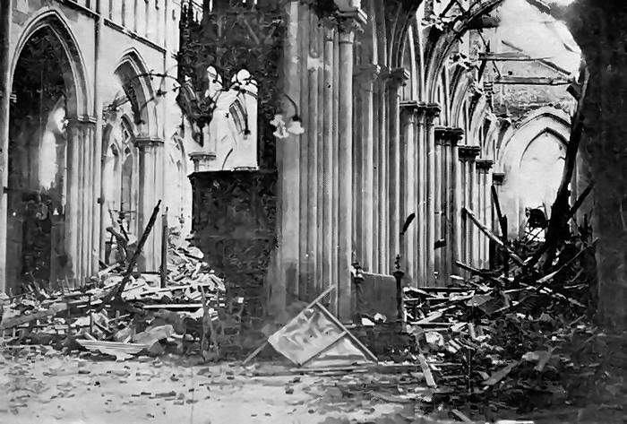 Intérieur de l'église Notre-Dame de l'Assomption bombardée