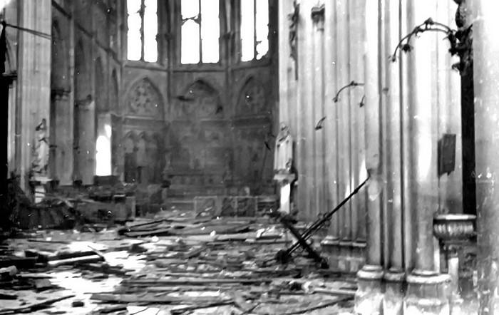 Dégâts à l'intérieur de l'église Notre-Dame de l'Assomption