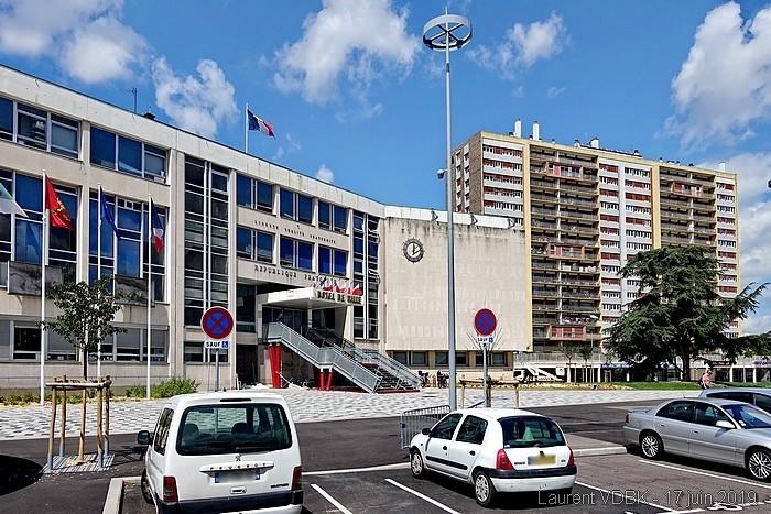 Sotteville : Le parvis de l'Hôtel de Ville rénové