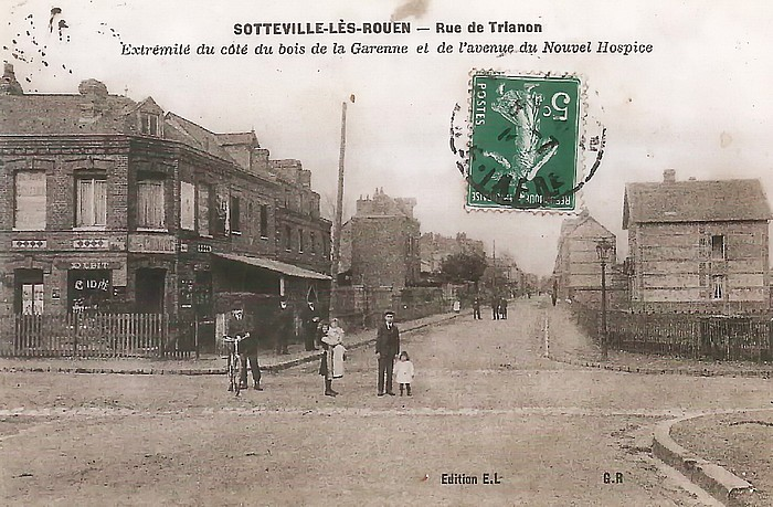 Vieille photo du bar à l'angle des rues Léon Salva et de Trianon à Sotteville-lès-Rouen