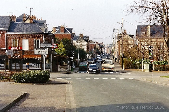 """Bar """"Fan-Fan"""" à l'angle des rues Léon Salva et de Trianon à Sotteville-lès-Rouen"""