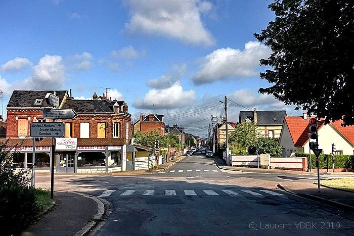 """Le restaurant """"Les délices dhalfeti"""" au carrefour des rues Léon Salva et de Trianon à Sotteville-lès-Rouen"""