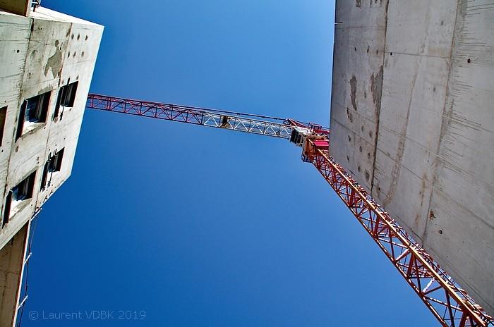 Grue du chantier à l'angle des rues Raspail et Victor Hugo - Sotteville-lès-Rouen