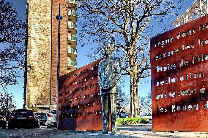 Stèle (statue) et square hommage à Roland Tafforeau à Sotteville-lès-Rouen