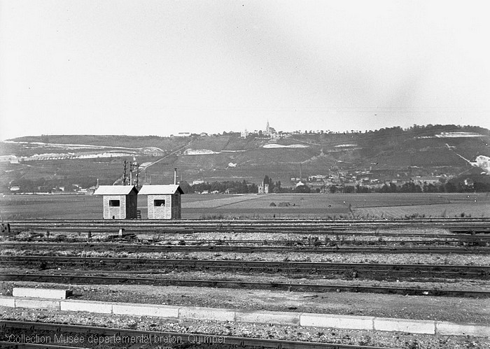 Gare de triage de Sotteville et vue sur Bonsecours (André Le Chat)
