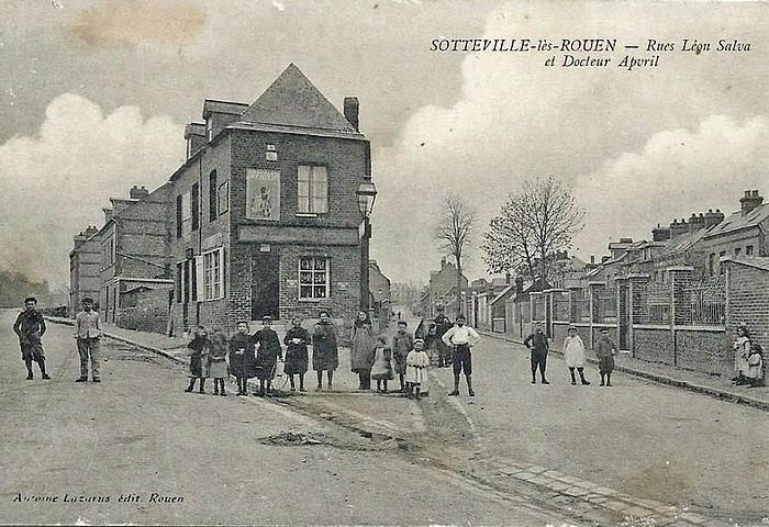 Carte postale ancienne des rue Léon Salva et Dr Apvril à Sotteville-lès-Rouen