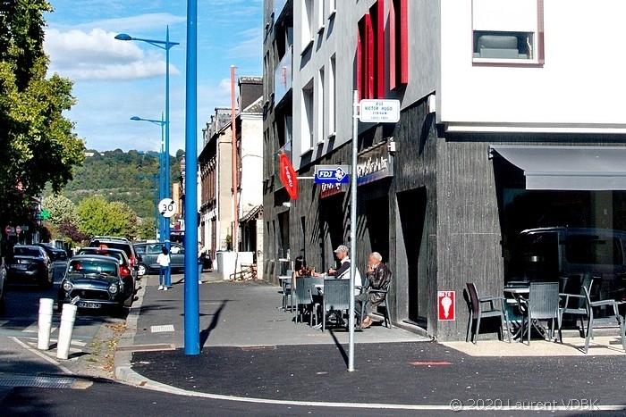 Angle des rues Raspail et Victor Hugo à Sotteville-lès-Rouen (bar le Narval)