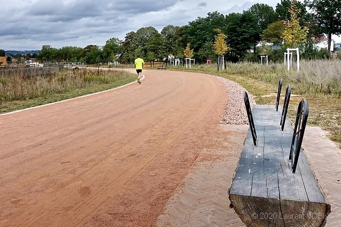 Champ des Bruyères à Sotteville-lès-Rouen : la piste reprend le tracé de l'ancien hippodrome