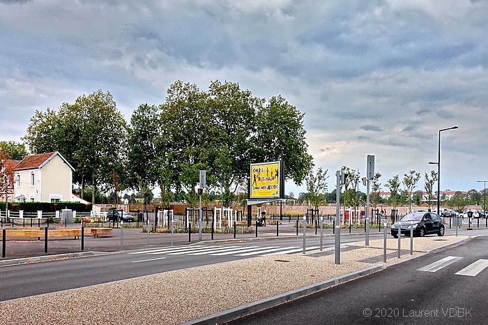 Avenue des Canadiens et l'entrée du Champ des Bruyères à Sotteville-lès-Rouen