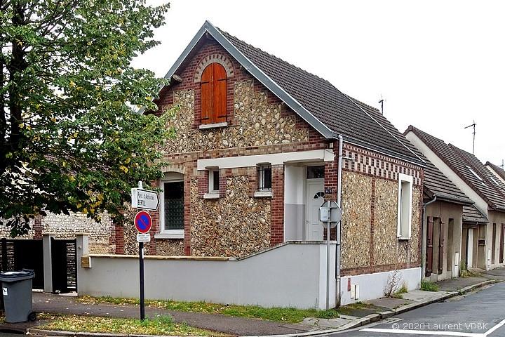 Une maison déplacée, rue de Paris à Sotteville-lès-Rouen