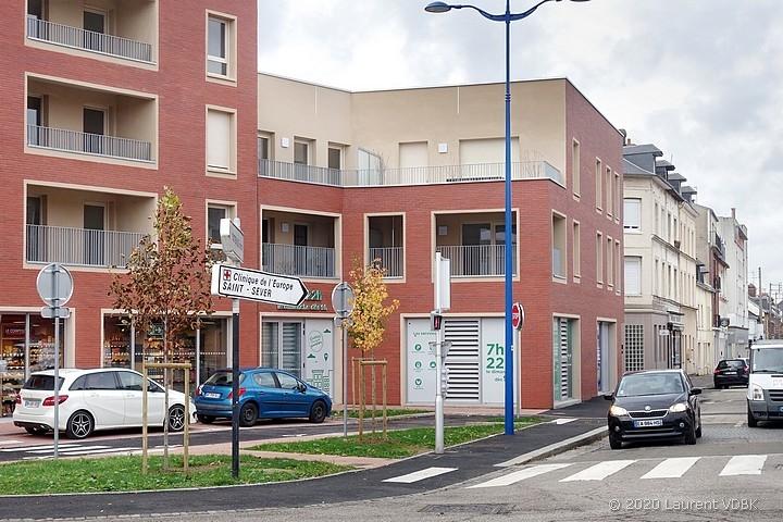 Le Carrefour City et les nouveaux immeubles de la rue Méridienne à Sotteville-lès-Rouen