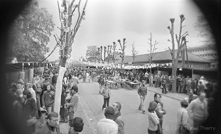 Foire aux artisans organisée par la MJC à Sotteville-lès-Rouen en 1977