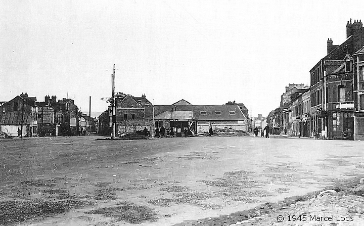 Photo de la place Voltaire par Marcel Lods après les bombardements de la seconde guerre mondiale à Sotteville-lès-Rouen
